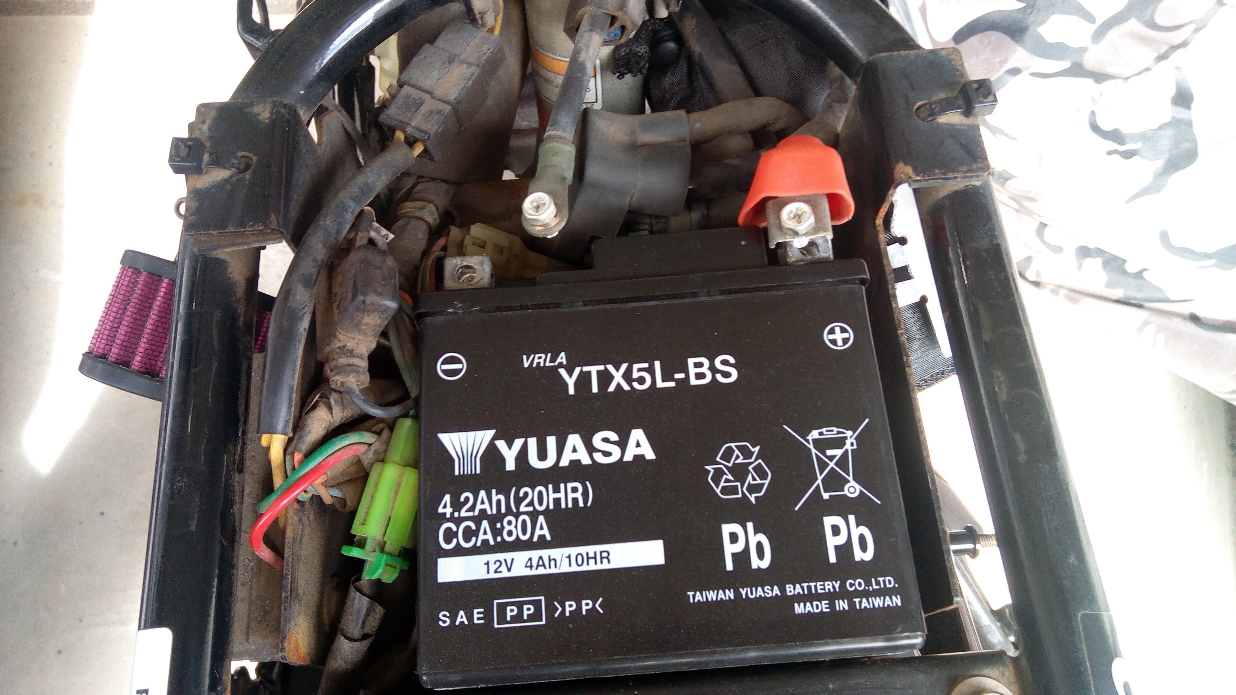 FTRのバッテリー交換手順【画像説明付き】