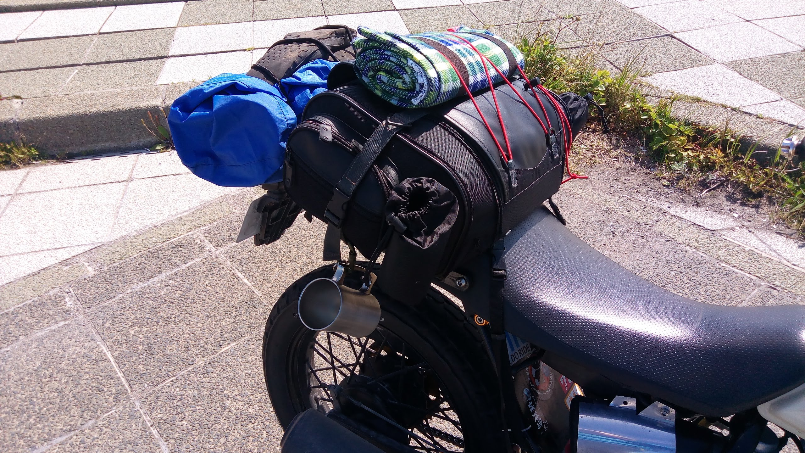 FTRに、タナックスのミニフィールドシートバッグを載せる【画像説明付き】