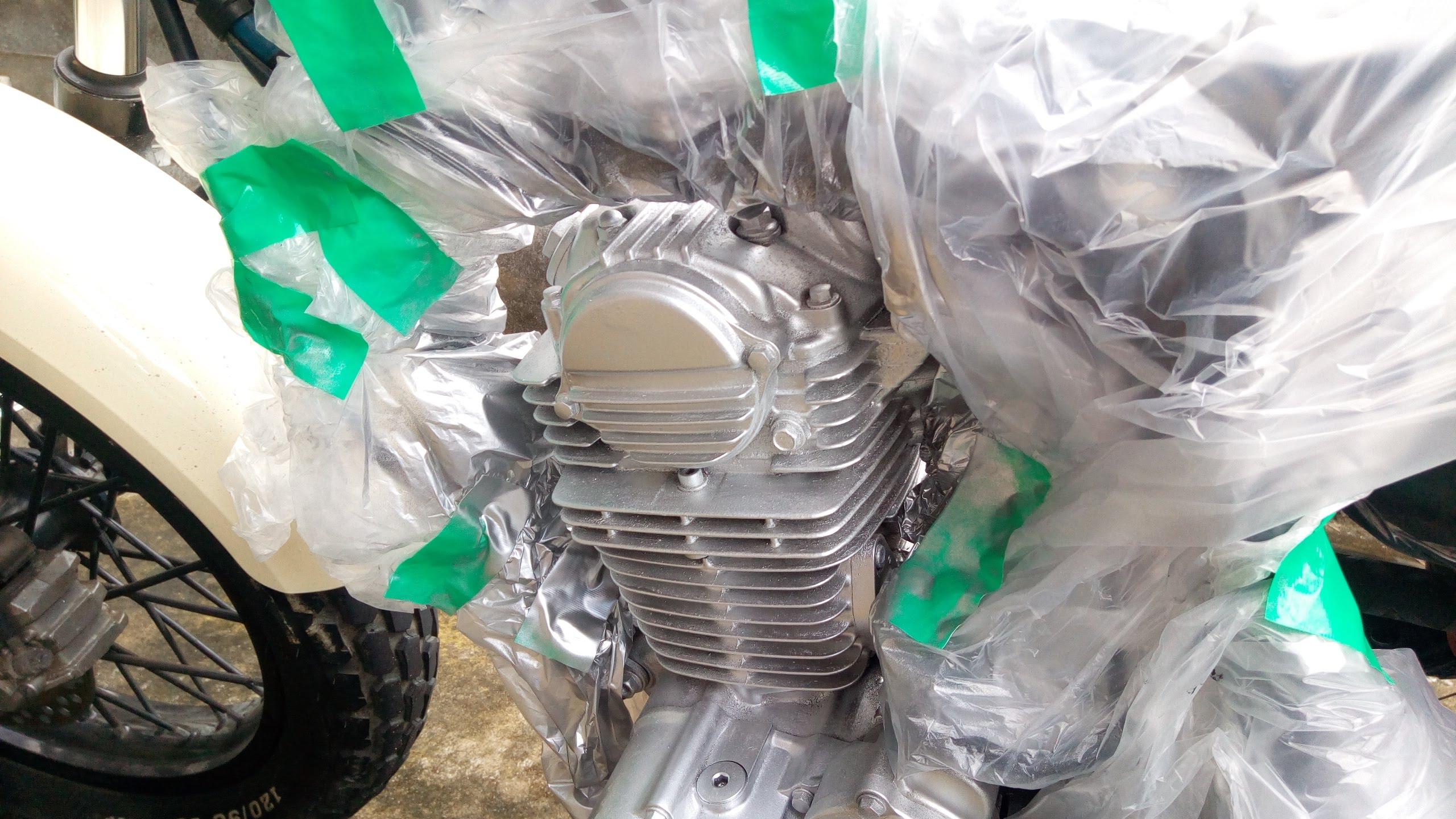 バイクのエンジンとマフラーを塗装してみた