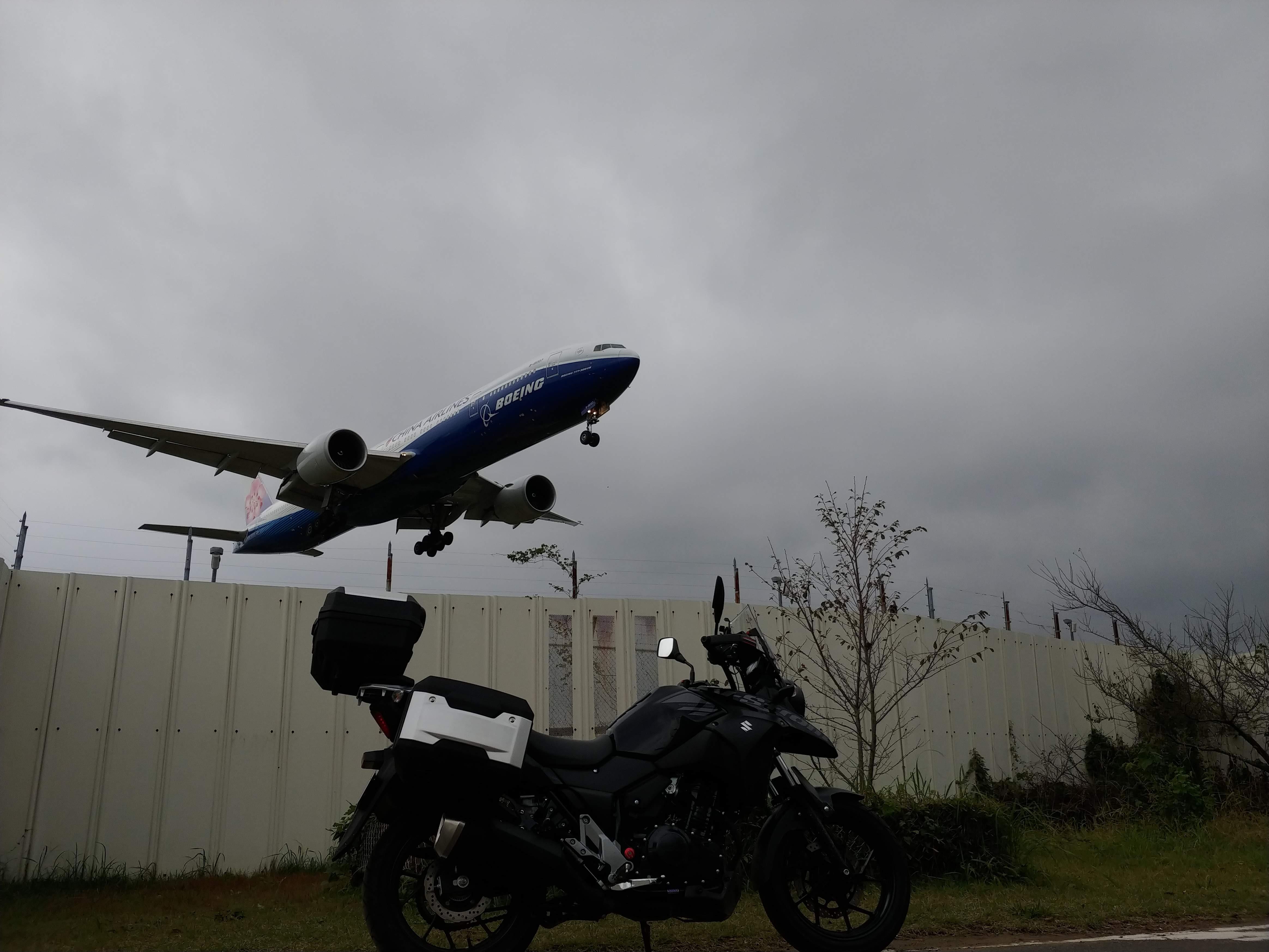 レトロ自販機と、ジャンボジェット機と。