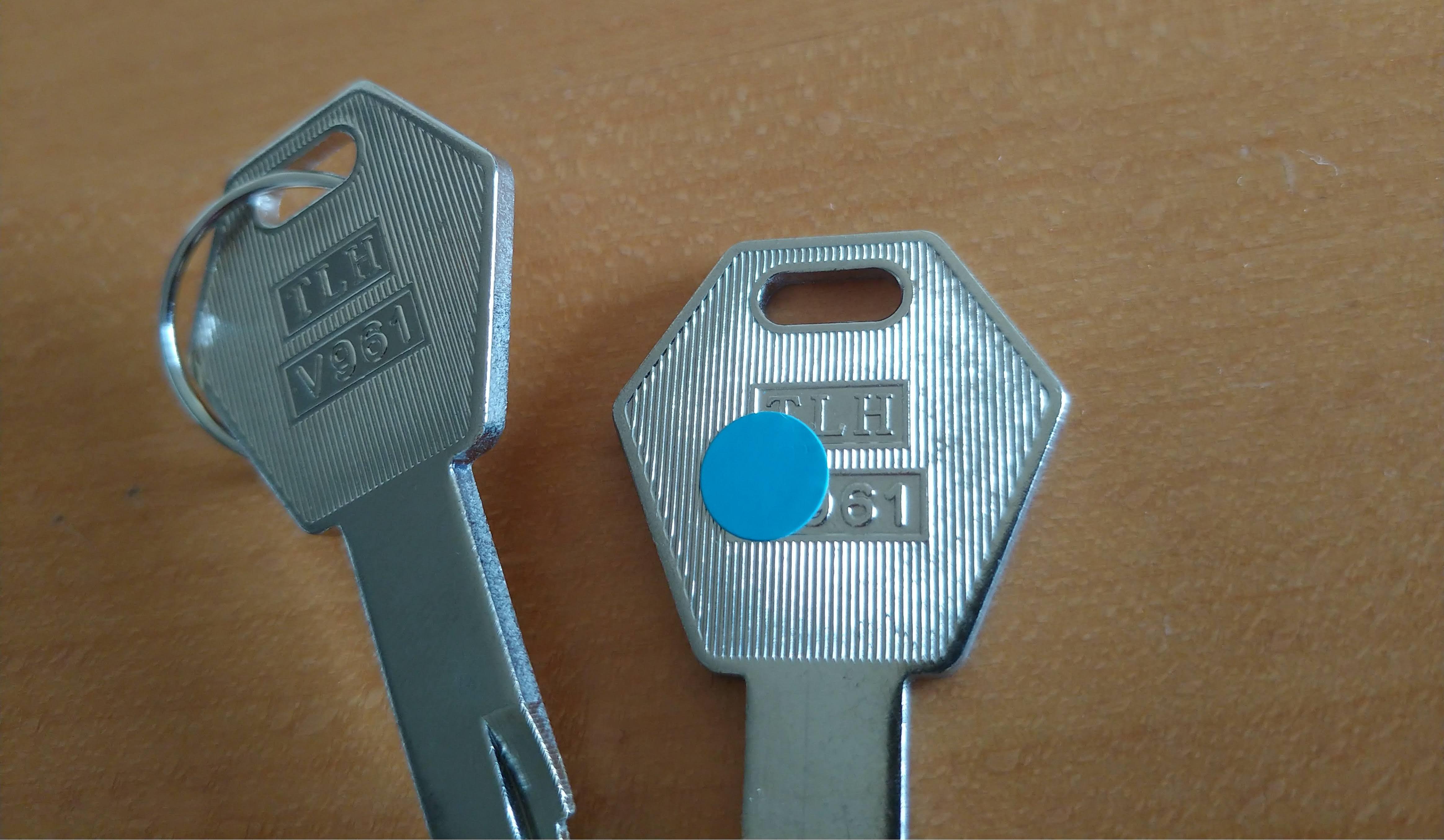 合鍵とホームセンターのおばちゃん、メルカリで譲ったトップケース